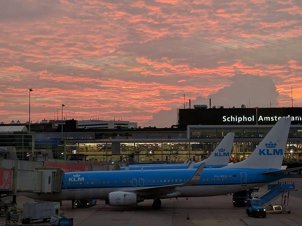 avión en Ámsterdam